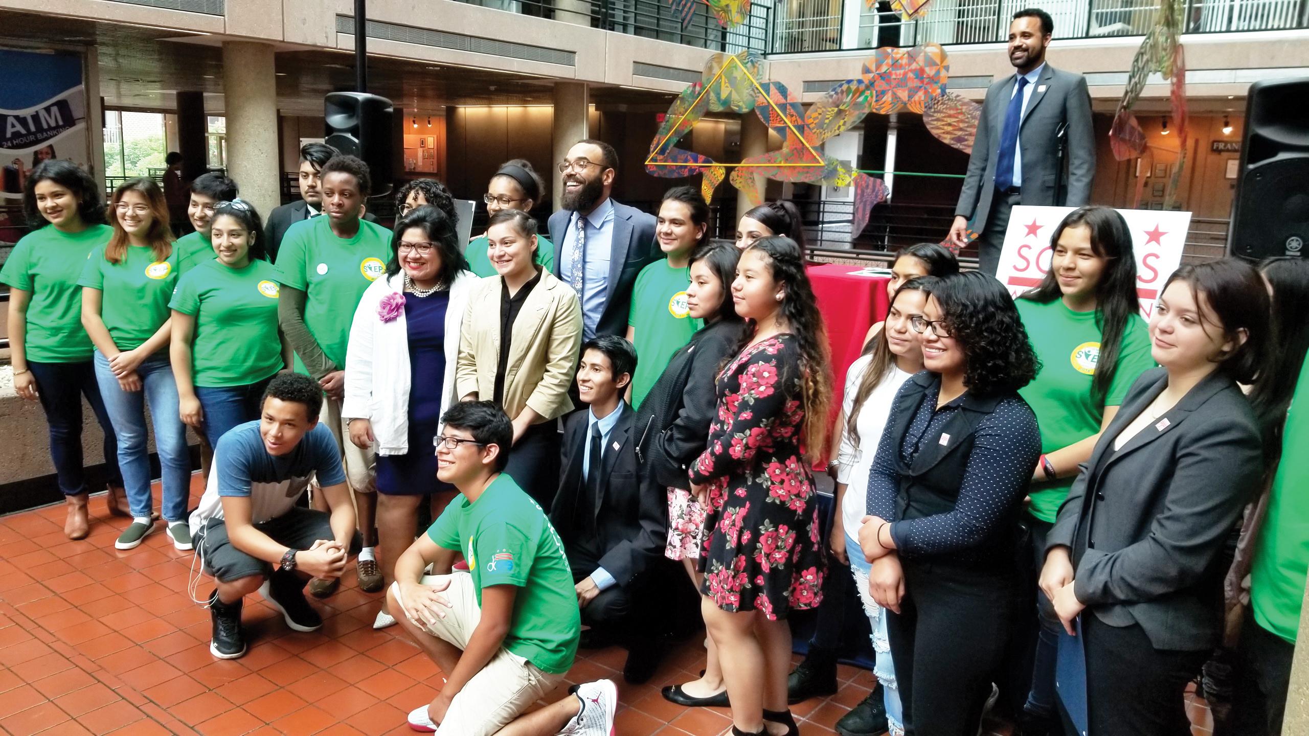Jóvenes culminan programa de verano en DC