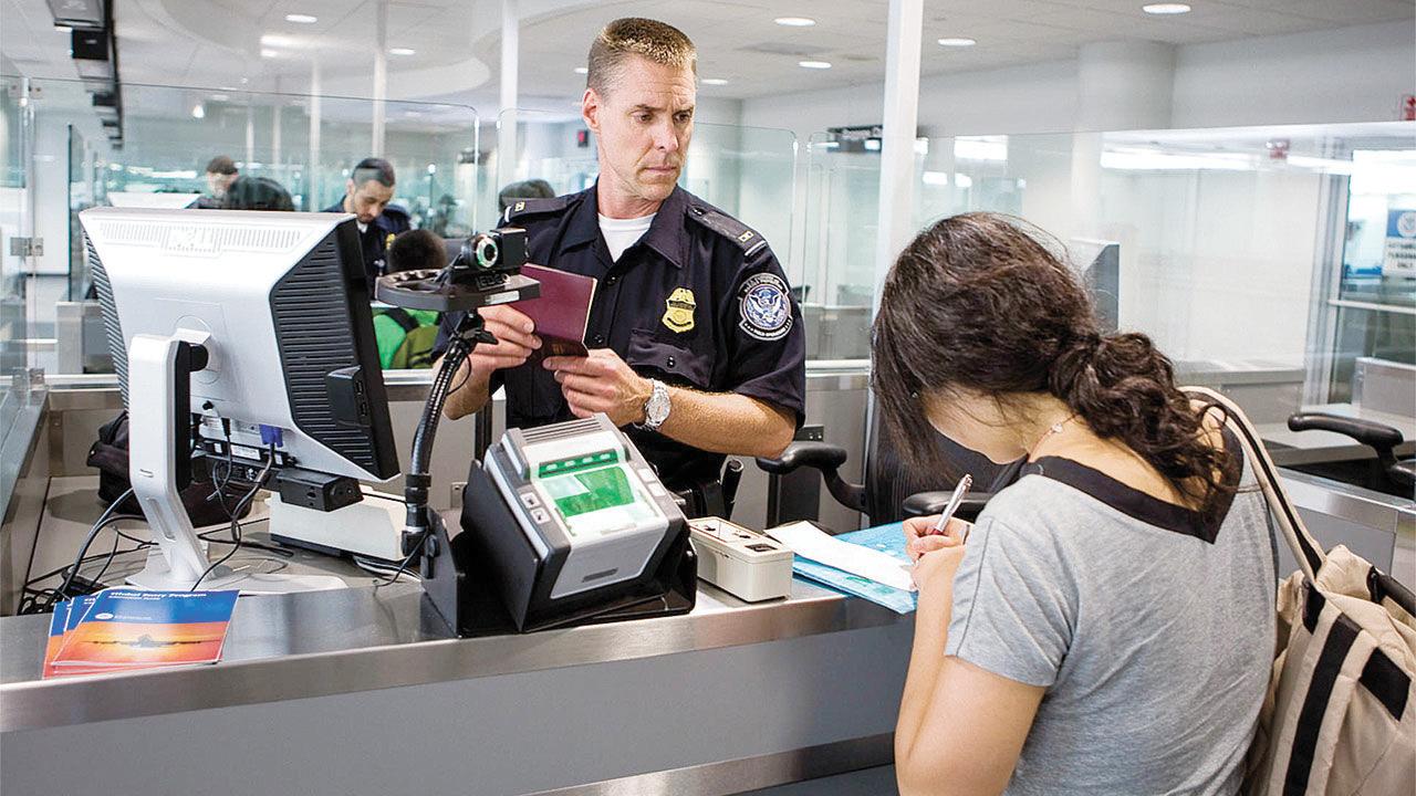 Endurecen castigos para gente con visas de estudiante