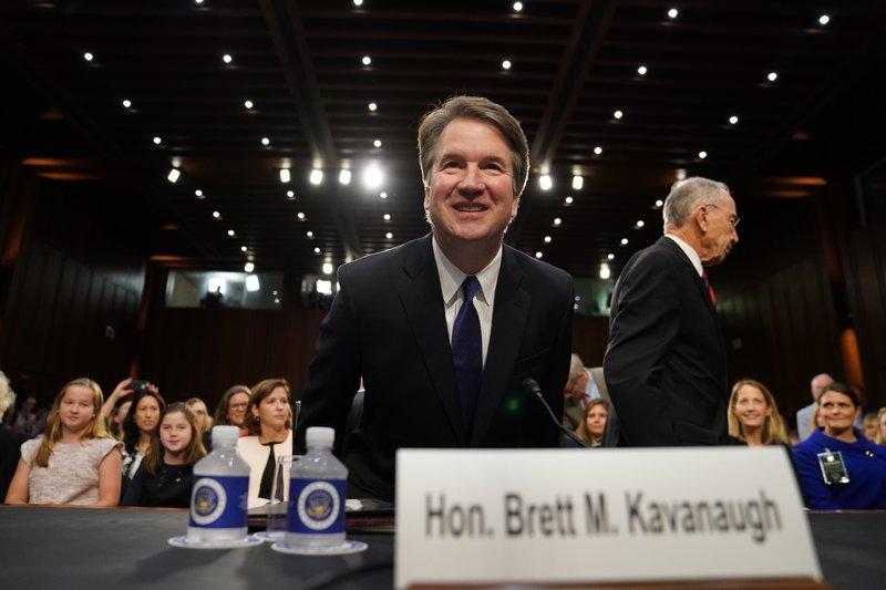 El caos marca el comienzo de la audiencia de confirmación de Kavanaugh