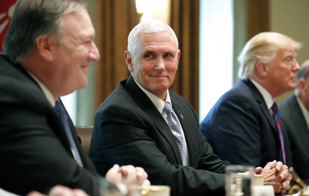 Intentos febriles por descubrir autor de columna sobre Trump