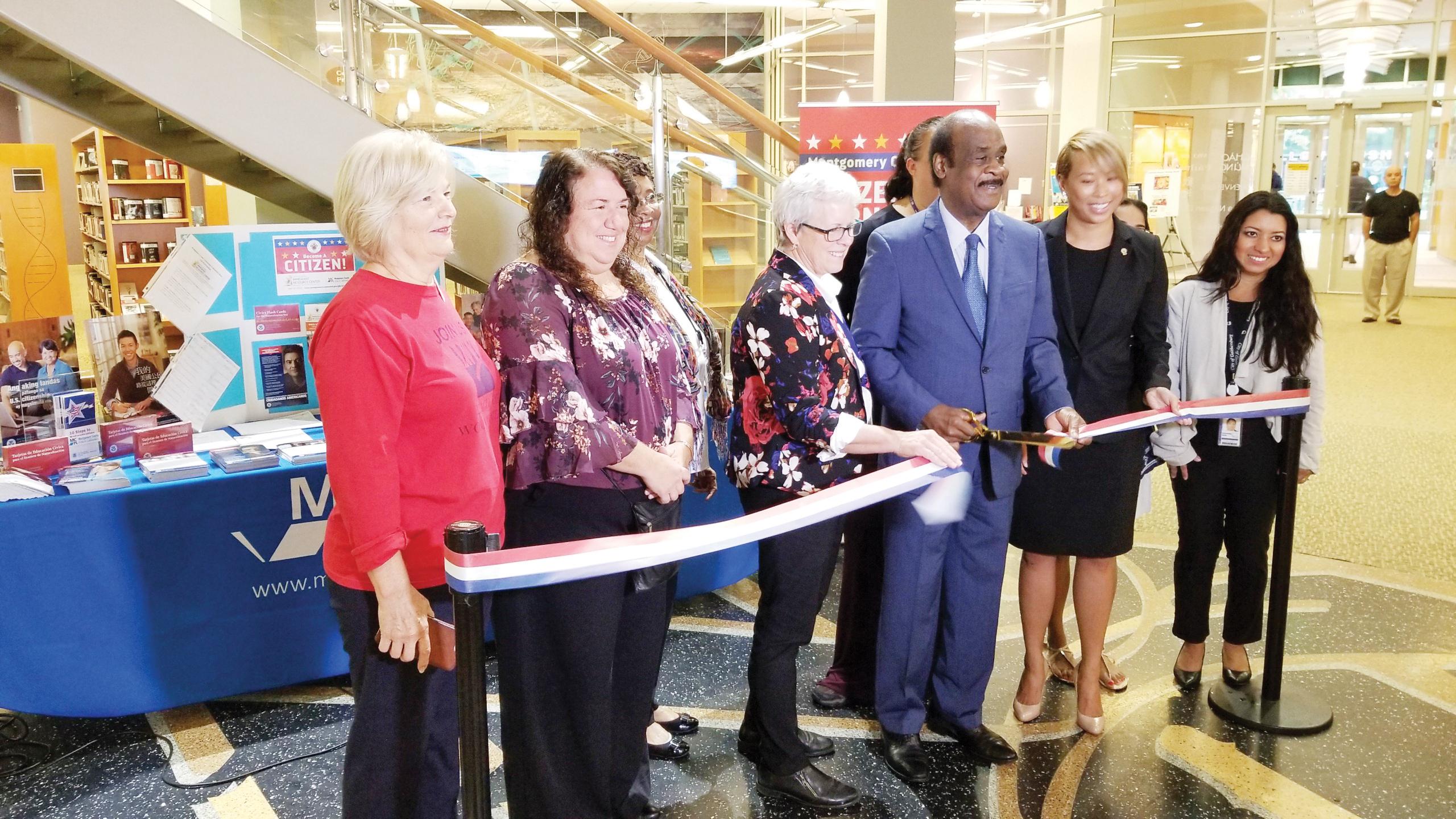 """Inauguran """"Esquina de Ciudadanía"""" en Montgomery"""