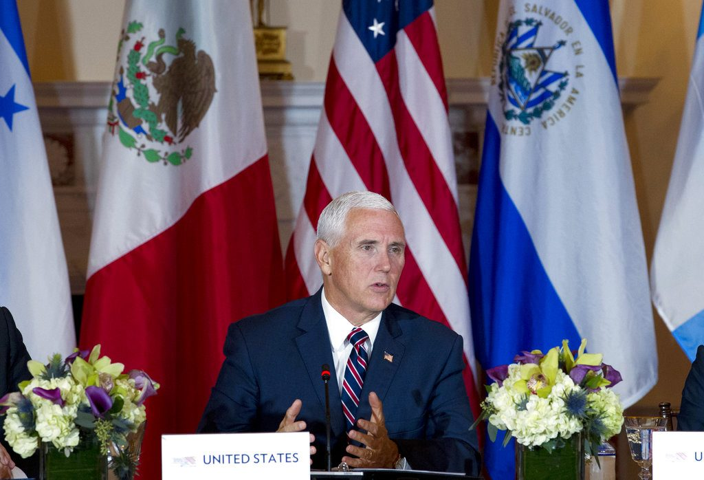Pence pide a Centroamérica hacer más vs inmigración ilegal