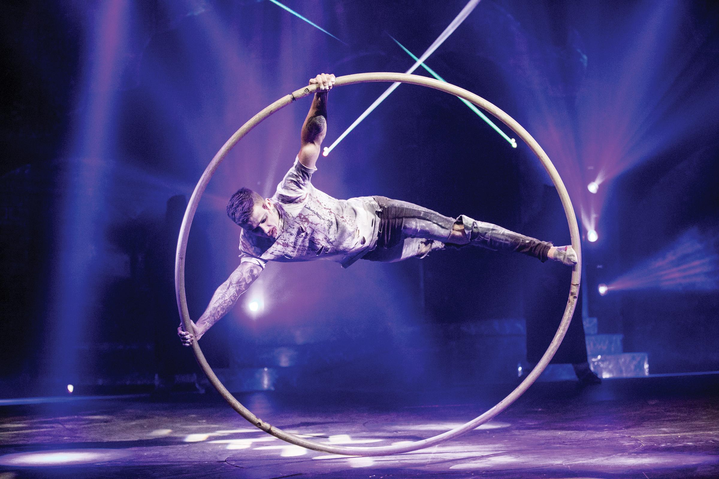 "Cirque Italia presenta  ""Paranormal Cirque"""