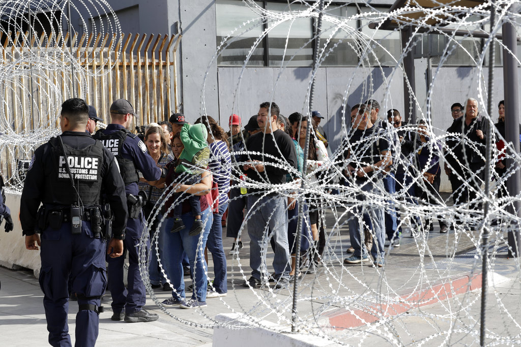 Juez impide aplicar prohibición de asilo de Trump