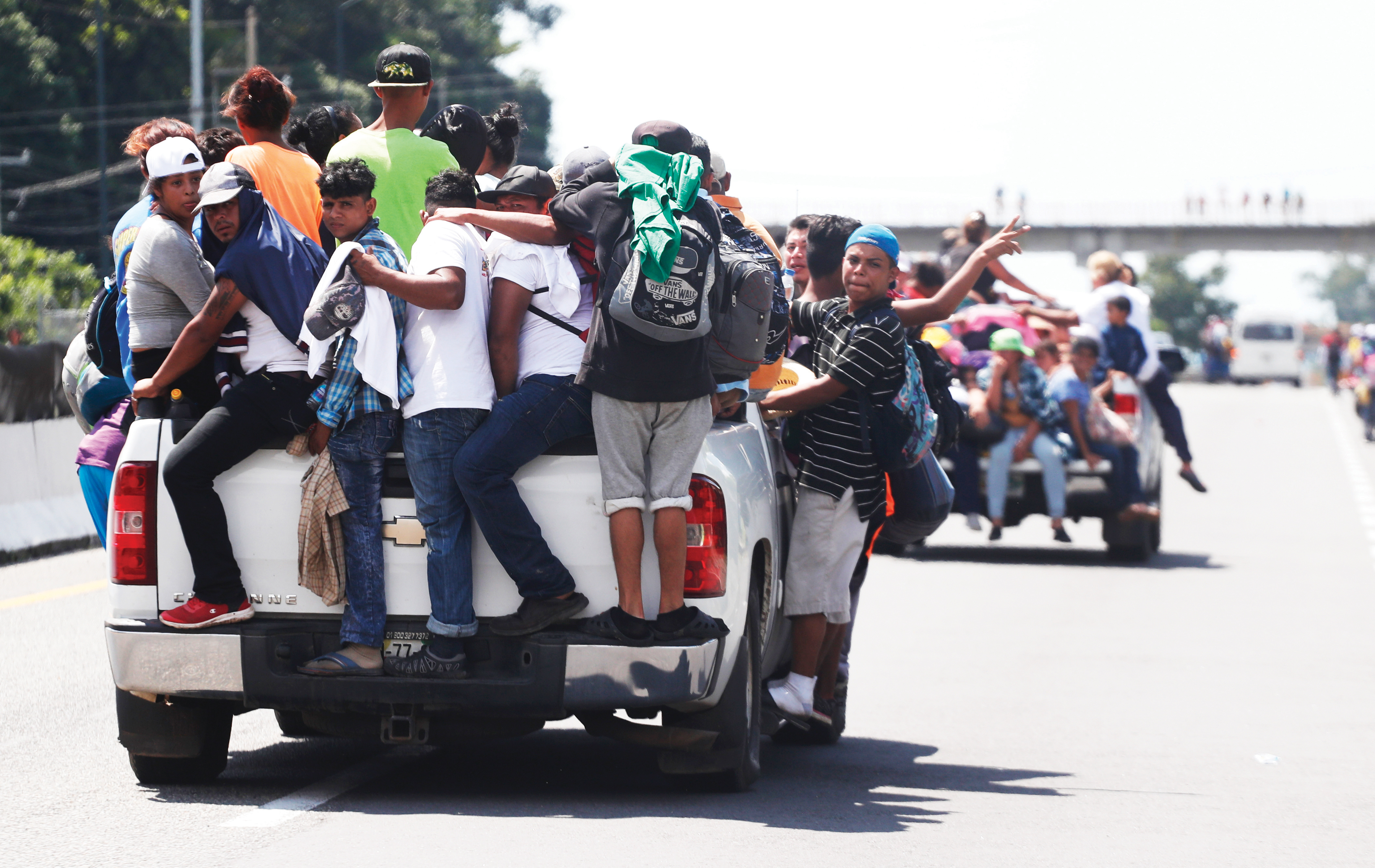 El Salvador alerta  sobre los peligros  de las caravanas