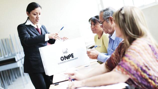 Peruanos en el DMV  votan en Referéndum