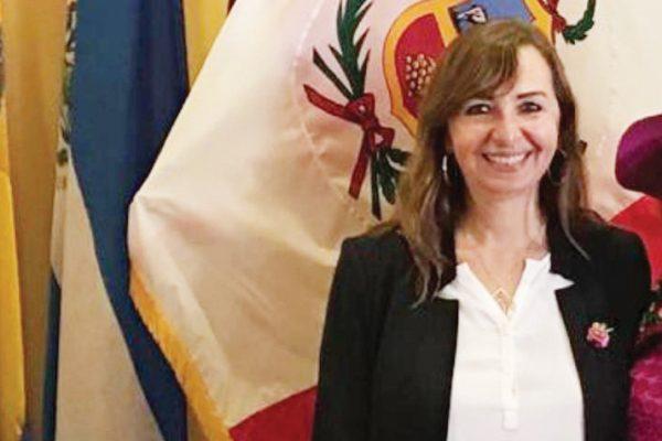 Nueva foto-Gloria Nalvarte-Cónsul Peru