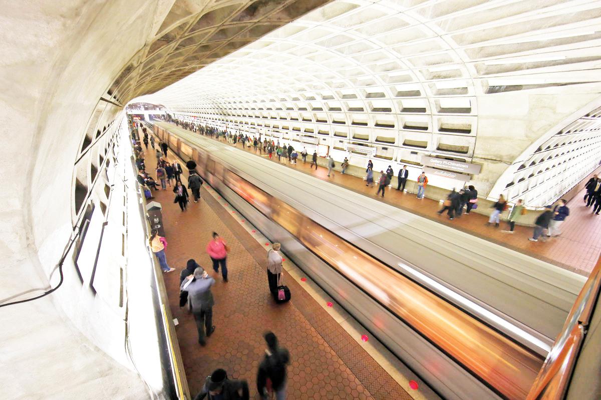 Aprueban venta de comida en estaciones del Metro