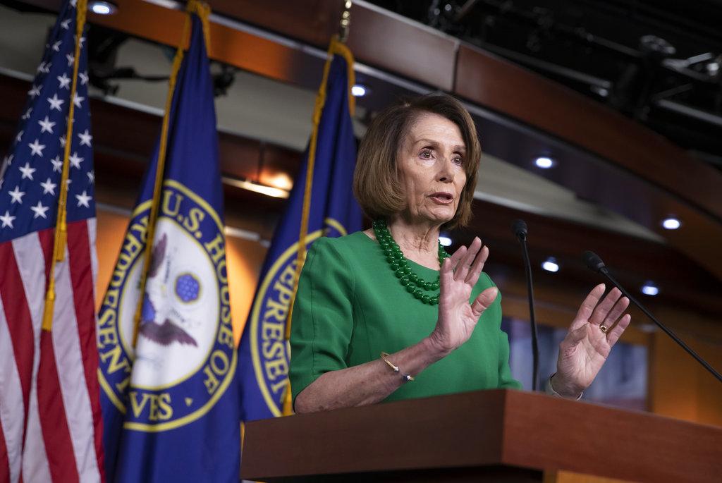 """Pelosi rechaza pagar muro a cambio de ayudar a """"dreamers"""""""