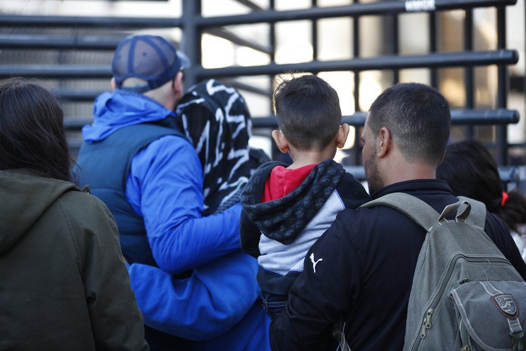 Juez suspende restricciones a asilo impuestas por Trump