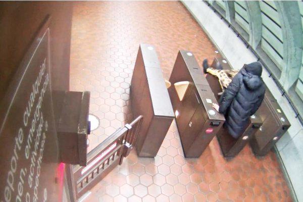 Foto 2-Evaden pago en Metro