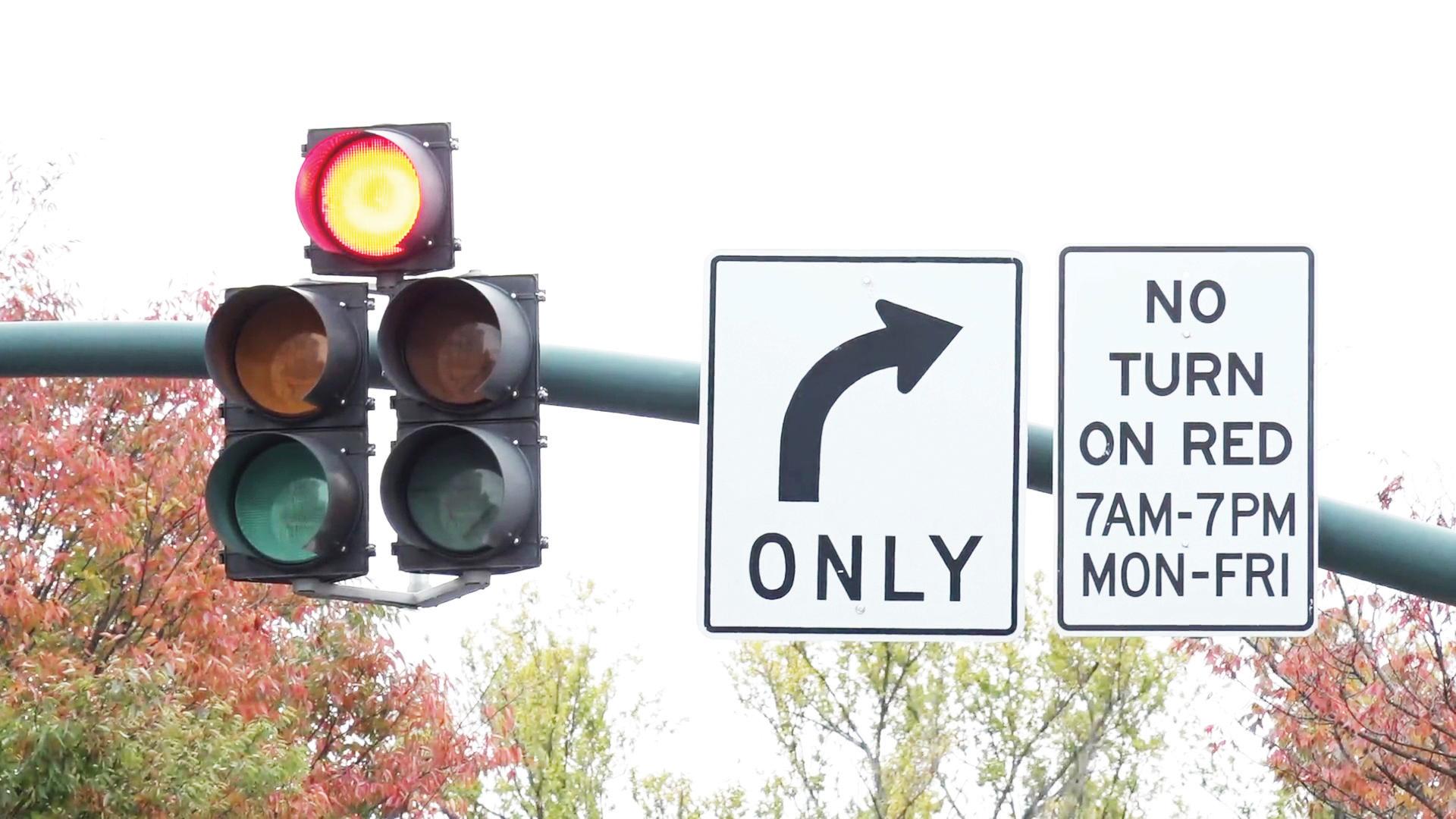 """Buscan establecer """"no giro a la derecha en rojo"""" en DC"""