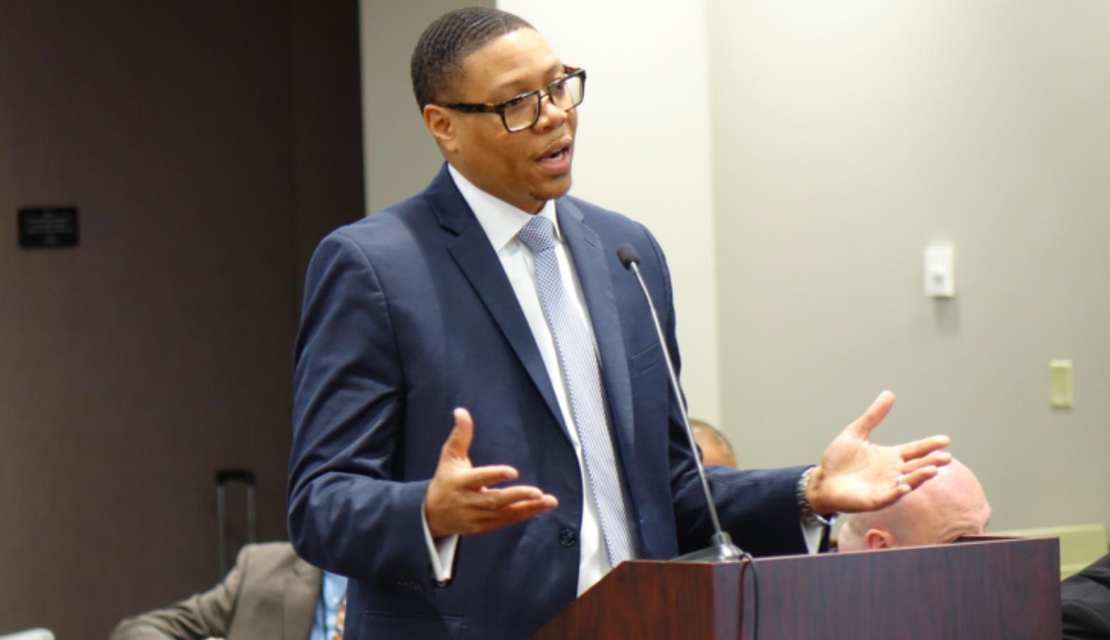 Alcaldesa elige nuevo Canciller de Educación