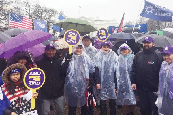 Foto 1-Marchan por TPS y DACA