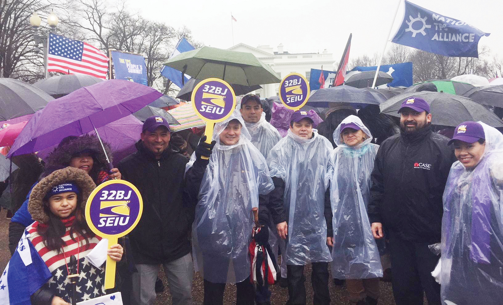 Inmigrantes con  TPS marchan  por la residencia