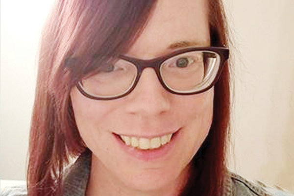 Maestra transgénero denuncia discriminación