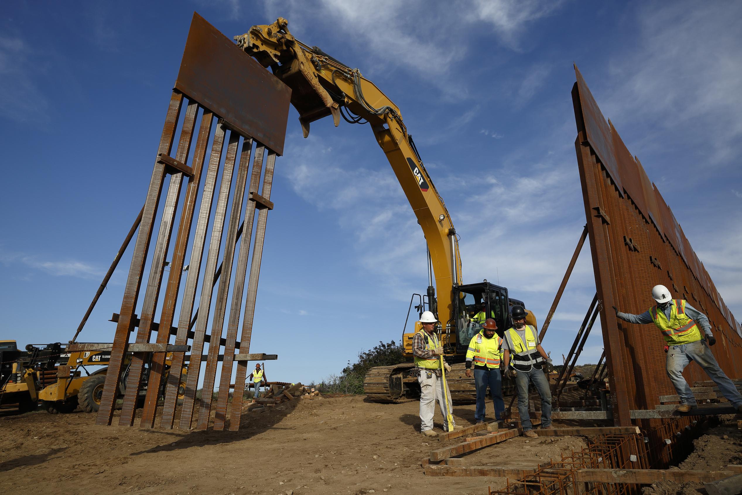 Trump carece de apoyo de su partido para construir el muro