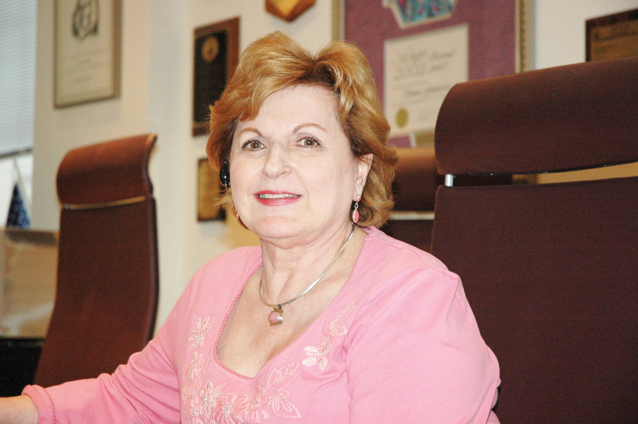 Líder comunitaria  Sonia Gutiérrez se jubila después de 50 años