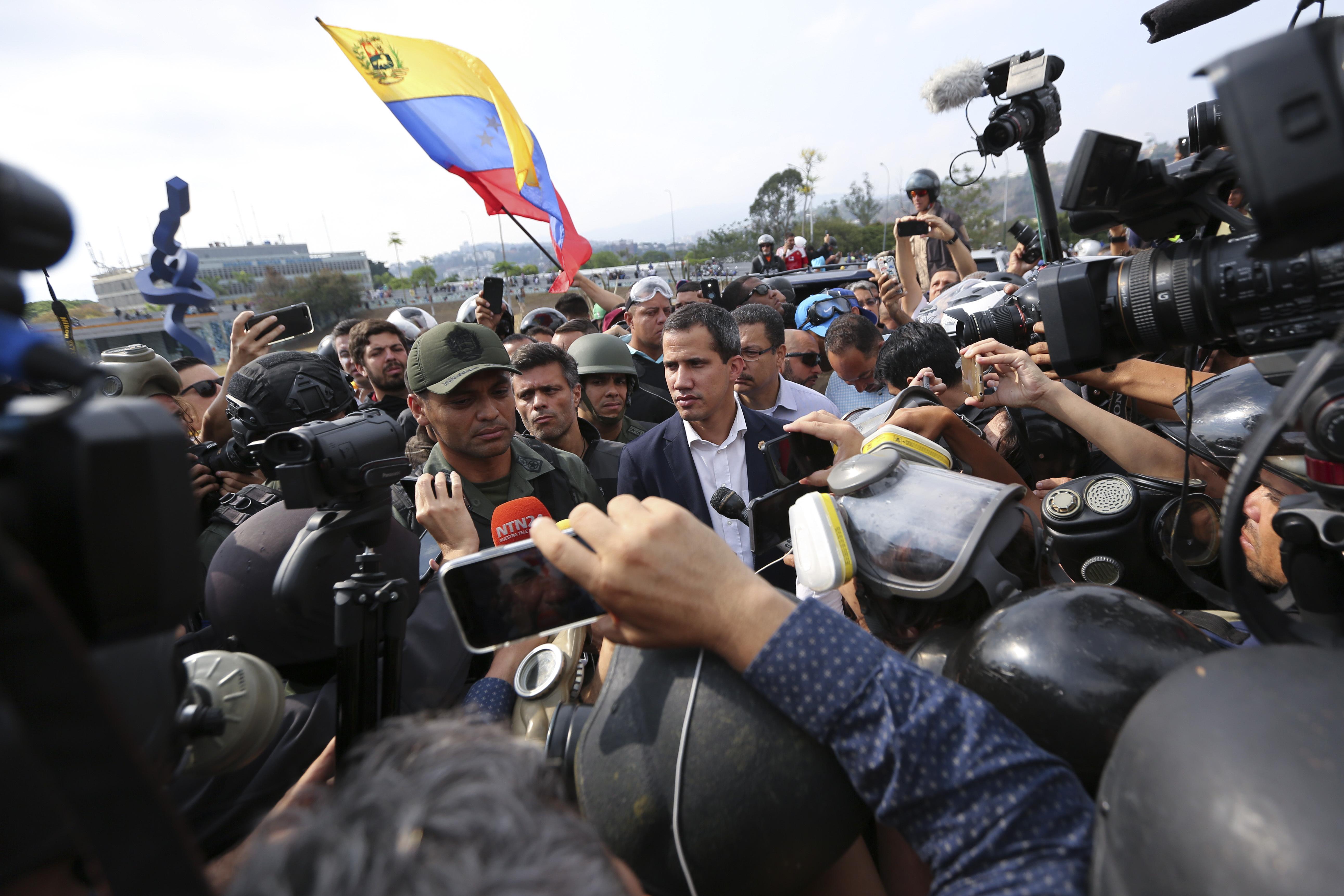 Presidente (E) de Venezuela Juan Guaidó llama a alzamiento militar