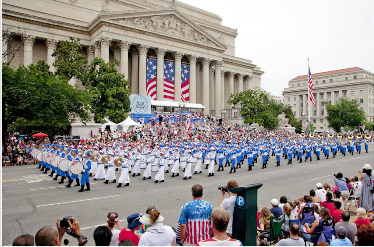 Desfile conmemora  el Día de los Caídos
