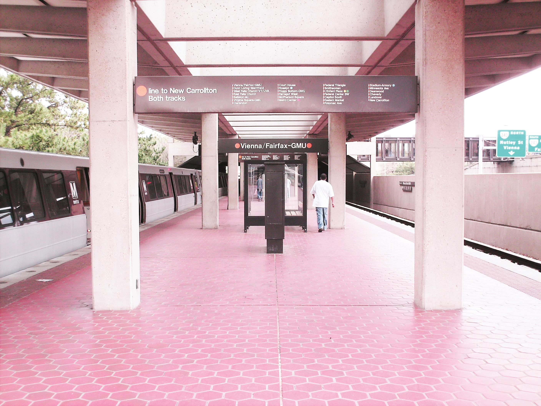 Se abre puerta del Metro mientras estaba en movimiento