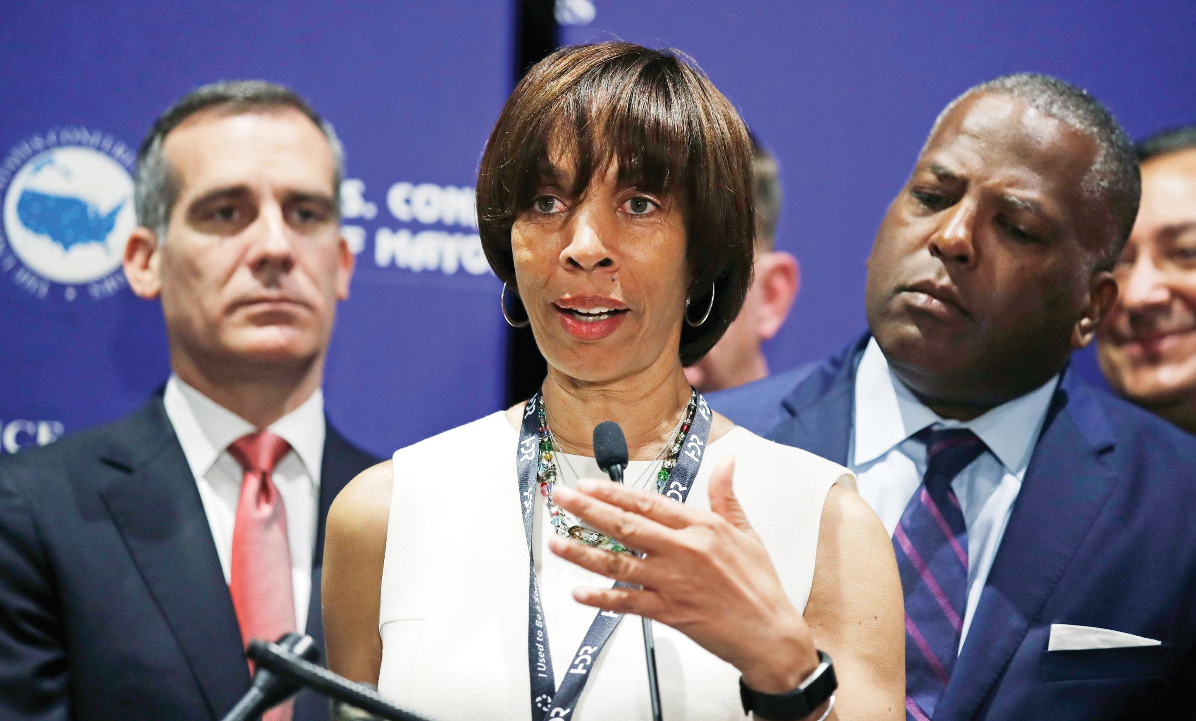 Alcaldesa de Baltimore renuncia a su cargo