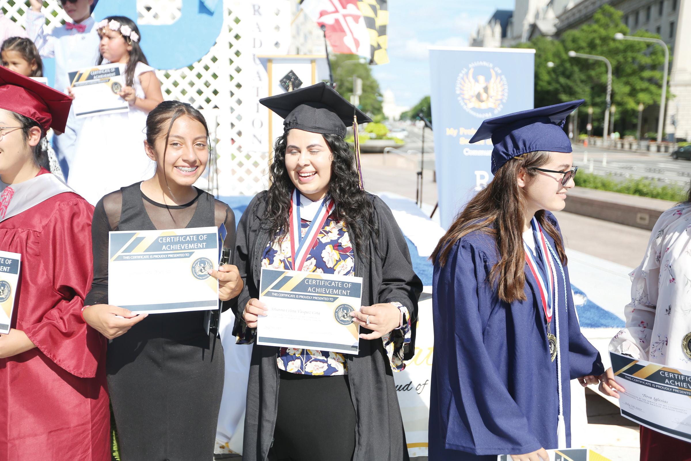 Luz del Mundo reconoce excelencia estudiantil