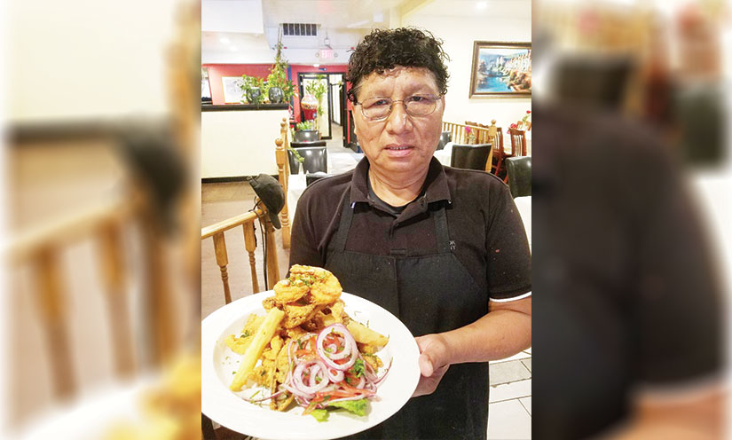 El Chef Segundo Silva  con comida peruana en El Águila