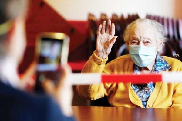Foto 1-Anciana en asilo USA