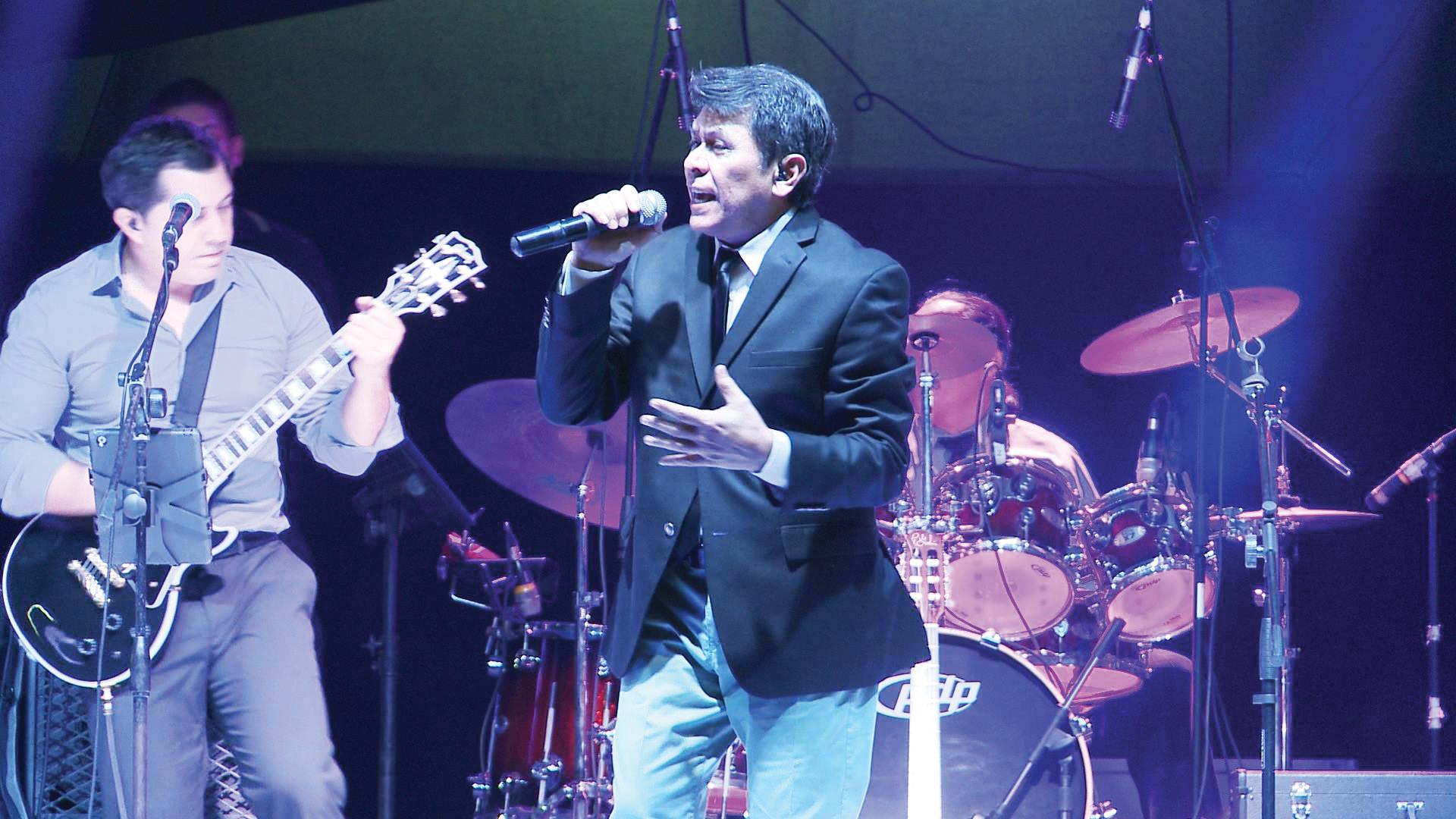 Alvaro Torres en concierto para recaudar fondos para el Salvador