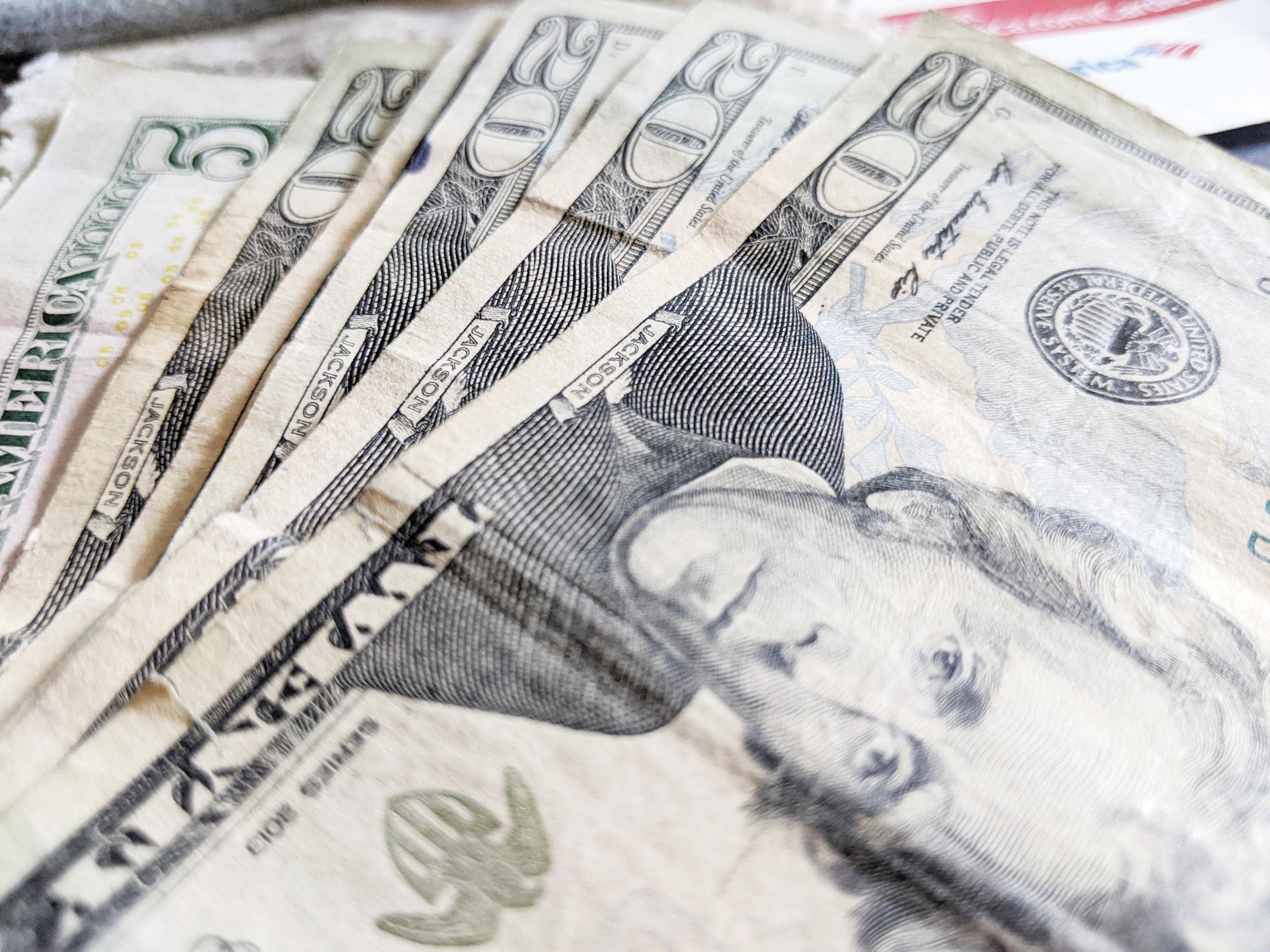 Pareja defrauda al gobierno por millones de dólares