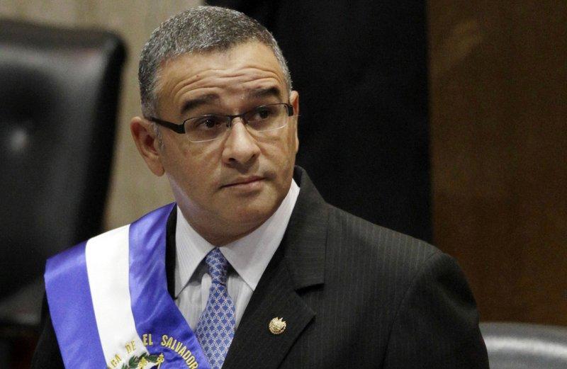 El Salvador: nueva orden para detener a expresidente Funes