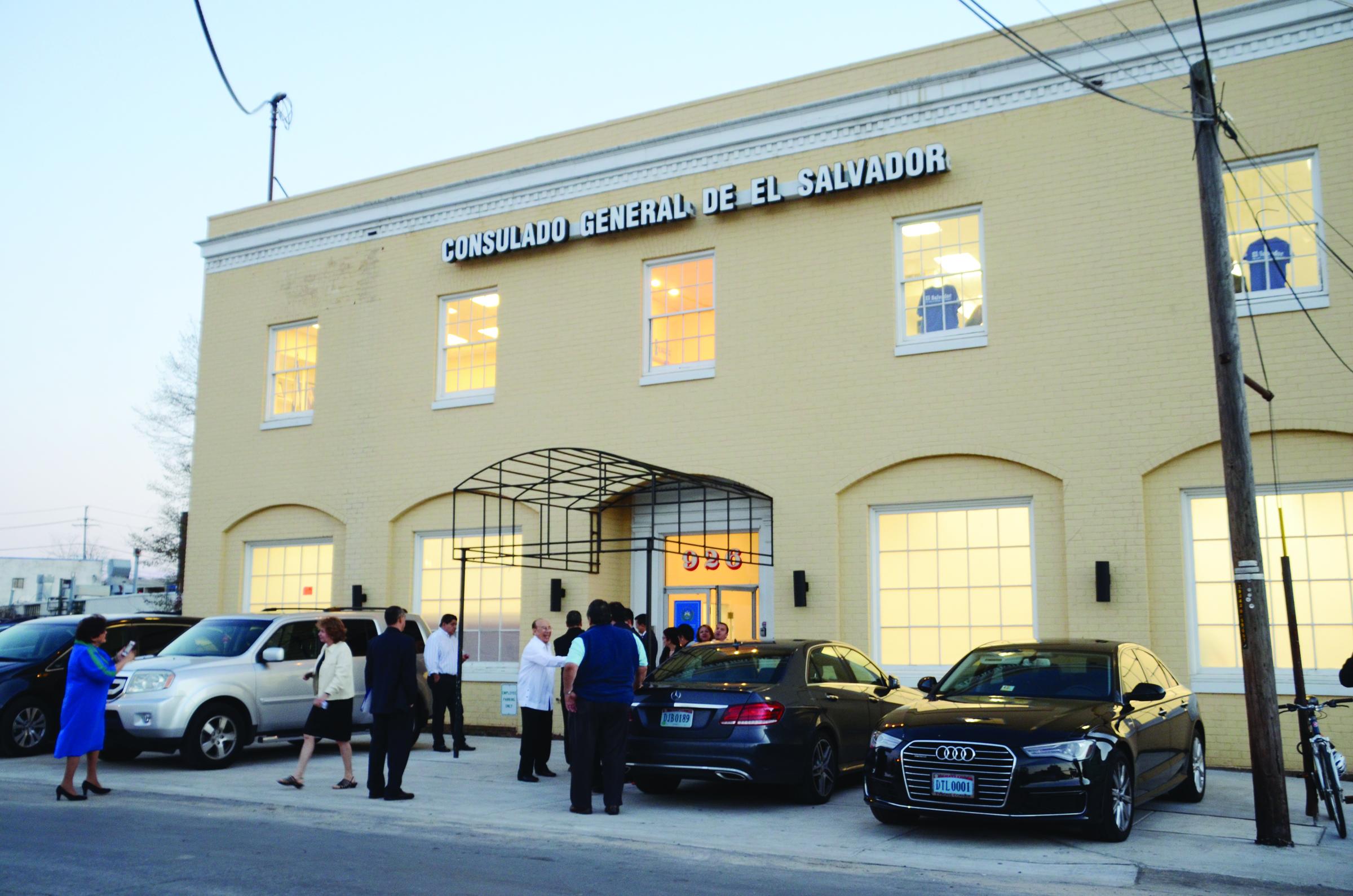 Reabren consulados de  El Salvador en el DMV