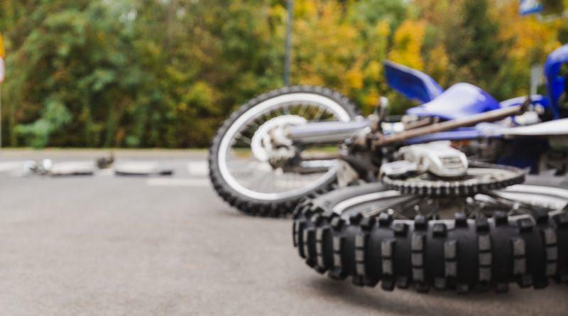 Muere motociclista cuando  huía a 124 millas por hora