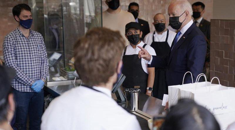 Biden promociona programa de alivio de restaurantes de $28.600 millones y pide tacos