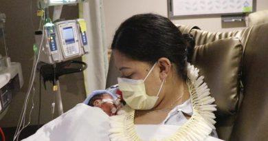Mamá que dio a luz en vuelo no sabía que estaba embarazada