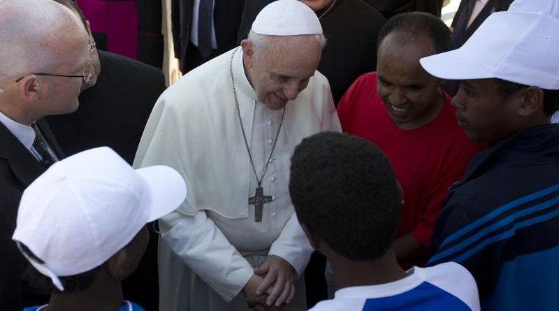 """Papa denuncia nacionalismo """"agresivo"""" contra migrantes"""