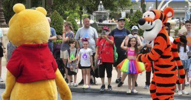 Los visitantes vacunados pronto pueden quitarse las máscaras en Disney World