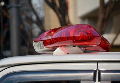 Policía: Coche abandonado, cuerpo encontrado debajo de la carretera
