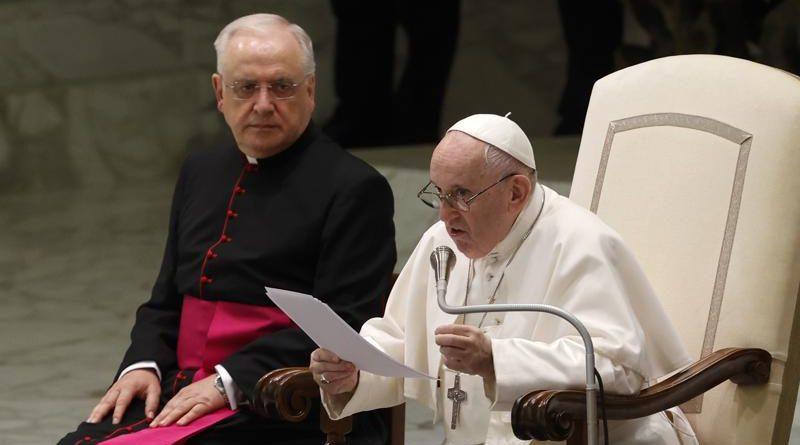 El papa reanuda sus audiencias, un mes después de operación
