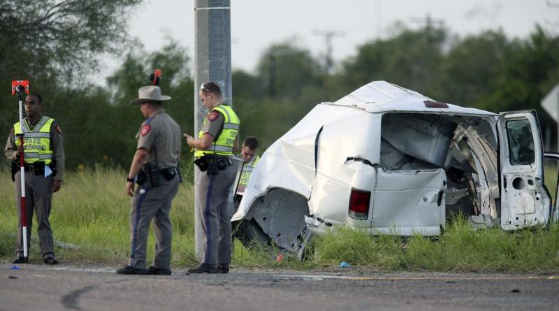 Al menos 10 muertos mientras una camioneta que transportaba migrantes se estrella en Texas